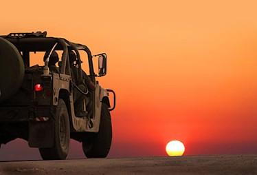天空下荒芜的沙漠风景素材高清图片下载 [中国PhotoShop资源网 PS教程 PSD模板 照片处理 PS素材 背景 ...