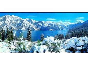 天池雪山宽幅风景高清图片素材