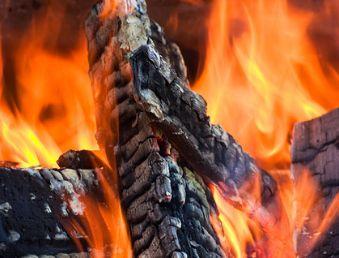 燃烧的木炭火焰高清图片素材