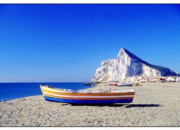 海边沙滩上的船风景素材图片