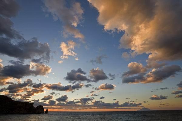 波涛汹涌的海浪素材图片   梦幻蓝色大海与蓝天风景图片高清素材下载