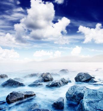梦幻蓝色大海与蓝天风景图片高清素材下载