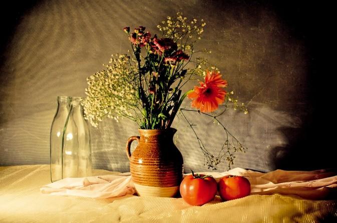 使用简单道具和台灯拍摄出古典静物油画效果的教程