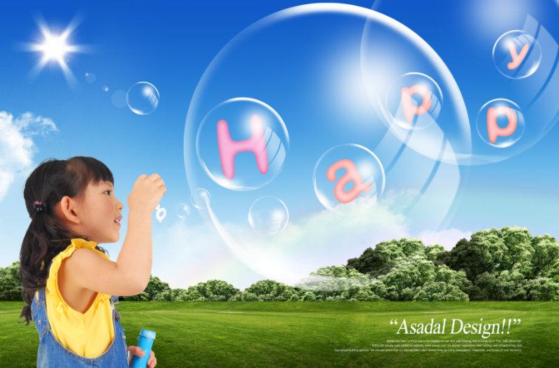 阳光照耀下的绿草地吹泡泡的小女孩儿童人物图片psd模板素材免费下载