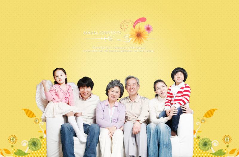 温馨黄色花朵背景祖孙三代同堂全家福照片psd模板