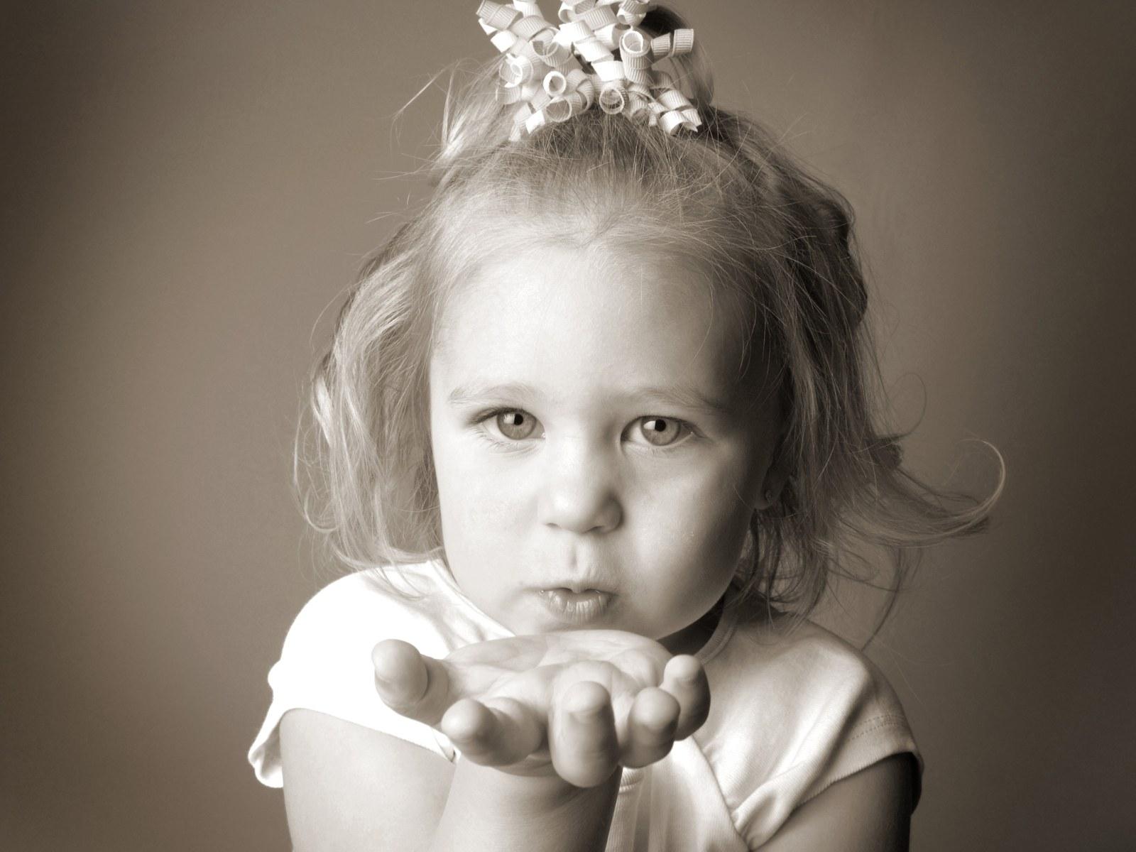 欧美儿童婴儿黑白摄影高清图片素材(17p)