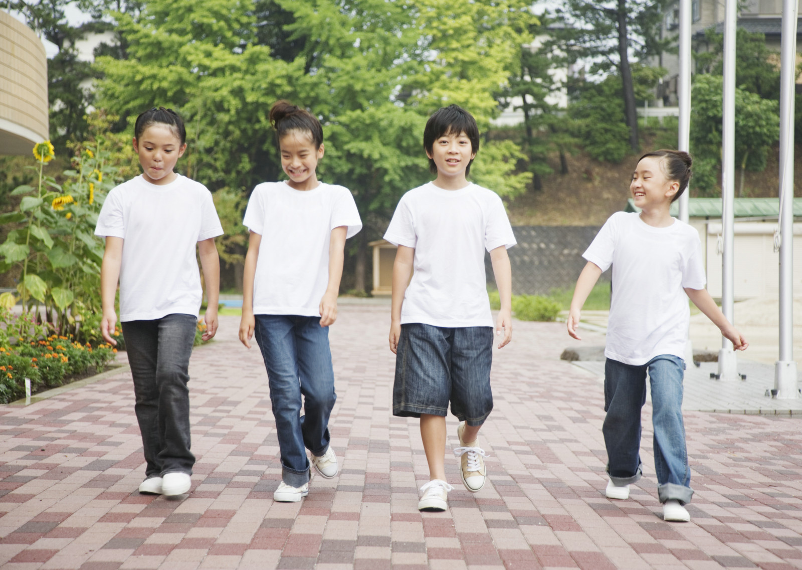 在学校操场上开心玩耍的小学生人物图片素材(51p)[网