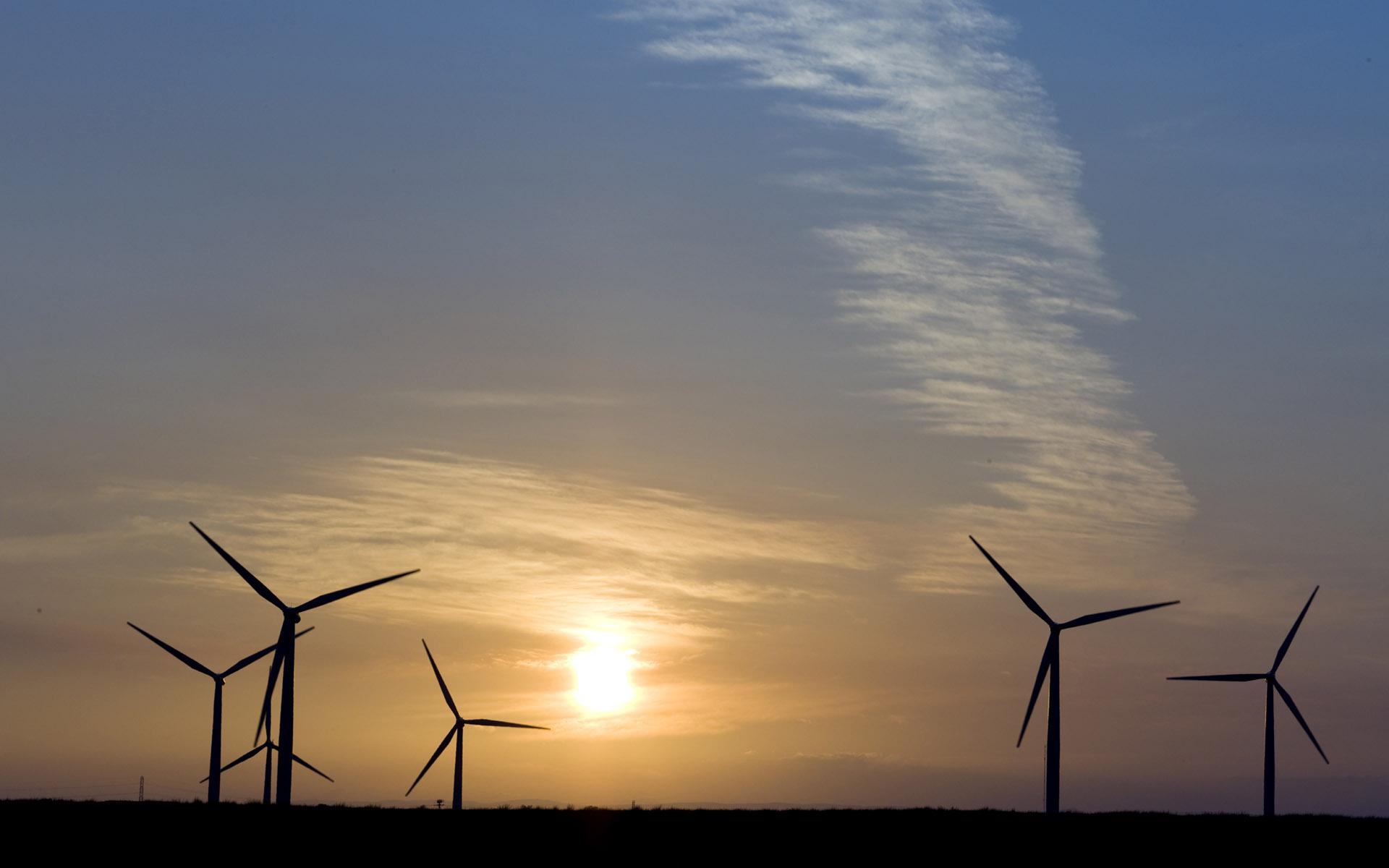 太阳能发电厂  1,2012年,中国的年发电量达4.