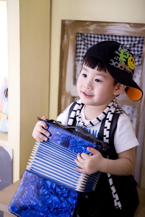 精品6岁儿童影楼个人写真样片快乐时光系列全套 28P