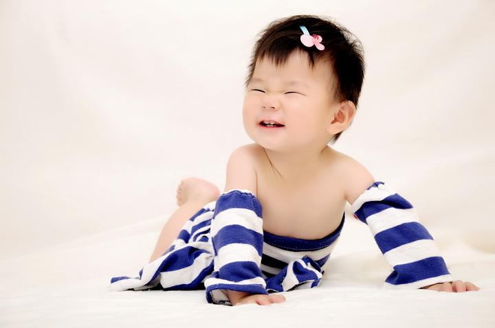 可爱的2岁宝宝影楼样片糖粒粒系列全套 23P