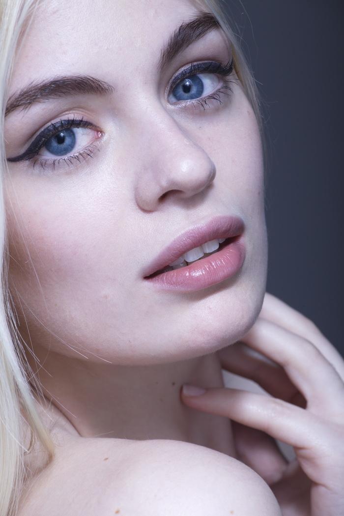 未ps处理过的外国美女模特人像raw格式高清原片素材图片