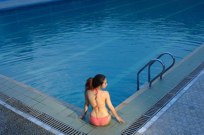 photoshop后期调色:泳池mm梦幻清澈蓝色调效