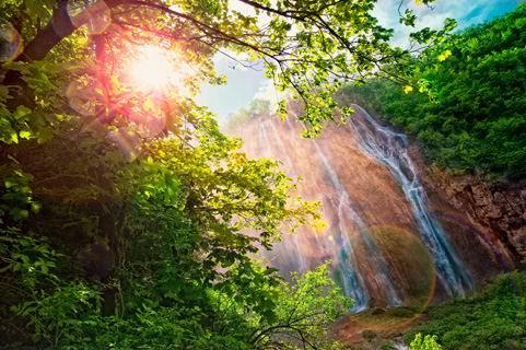 阳光光晕绿树瀑布山水风景高清图片素材下载