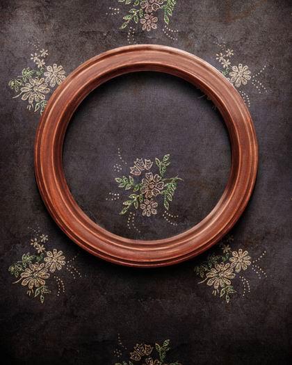高清怀旧圆形木质画框绣花背景素材图片下载
