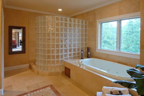 宽敞浴室浴缸室内装修效果图片高清素材下载
