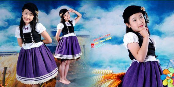 儿童模板七彩风车系列10寸经典影楼相册psd素材下载四(共10P) 本系列共10个模板psd分层格式,全部可以免费下载,值得收藏。 PSD--Photoshop Document(PSD),是著名的Adobe公司的图像处理软件Photoshop的专用格式。这种格式可以存储Photoshop中所有的图层,通道、参考线、注解和颜色模式等信息。在保存图像时,若图像中包含有层,则一般都用Photoshop(PSD)格式保存。PSD格式在保存时会将文件压缩,以减少占用磁盘空间,但PSD格式所包含图像数据信息较多(